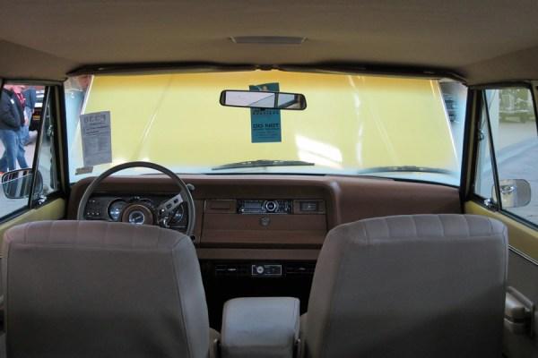 1976 Jeep Wagoneer d