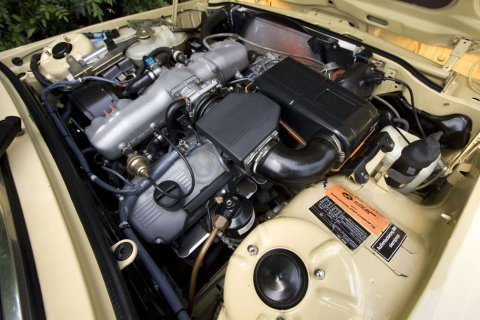 BMW E12 _530i_Euro_Sedan_Engine_1
