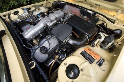 BMW E12 _530i_Euro_Sedan_Engine_1