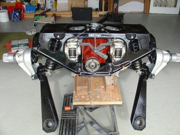 1963_Jaguar_E-Type_rear_subframe_front_view