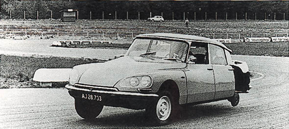 Citroen-DS-3-wheels.jpg