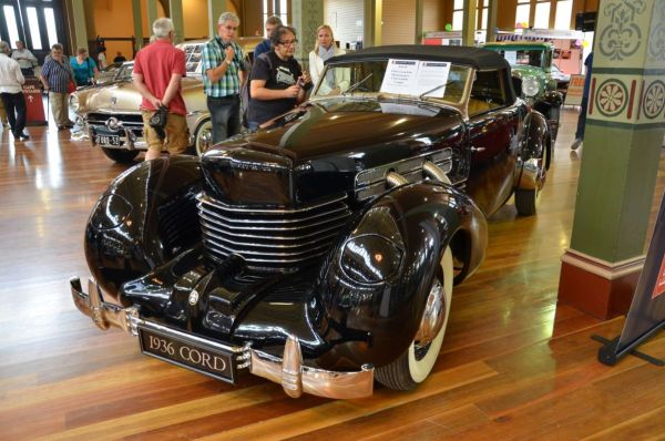 1936 Cord 810 Sportsmans convertible front 2