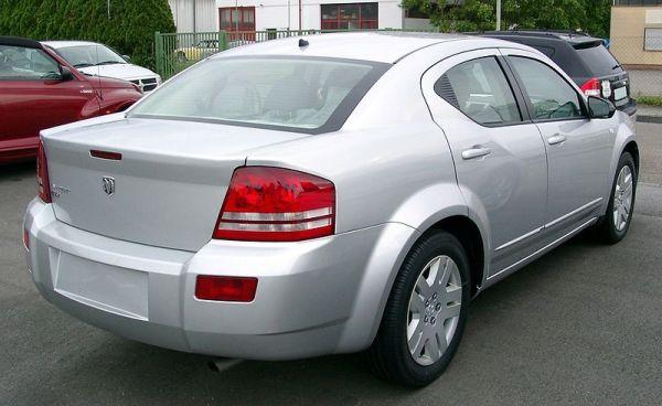 800px-Dodge_Avenger_rear_20080517