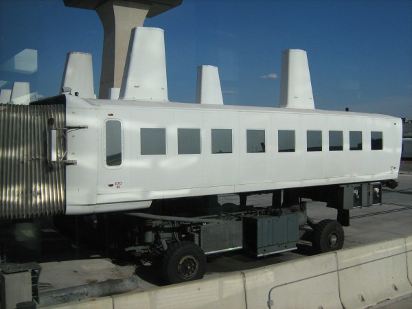 Mobile_lounge_Washington_Dulles_Airport_2010