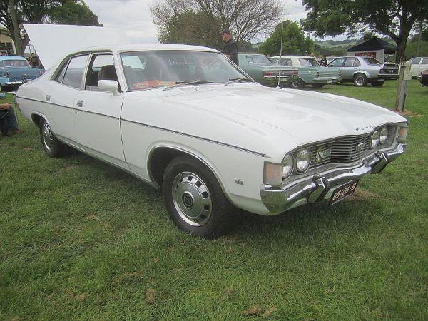 1972_Ford_ZF_Fairlane_500_Sedan_(10126412275)