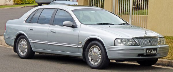 799px-2000-2003_Ford_AU_II_LTD_sedan_01