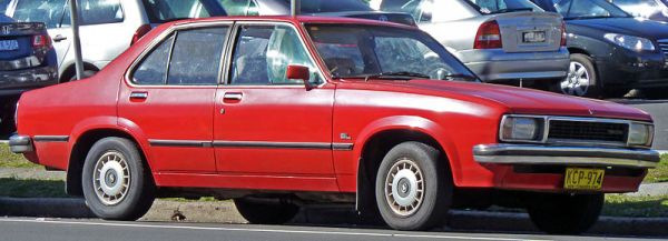 800px-1978-1979_Holden_UC_Torana_SL_sedan_01