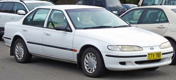 800px-1994-1995_Ford_EF_Falcon_GLi_sedan_02