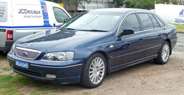 800px-2003-2005_Ford_BA_Fairlane_G220_sedan_01