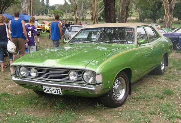 800px-Ford_XA_Falcon_500_Sedan_with_GS_Rally_Pack
