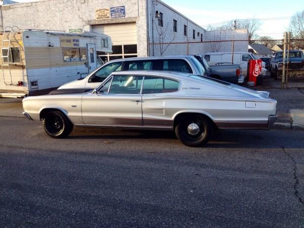Dodge 1967 Charger side
