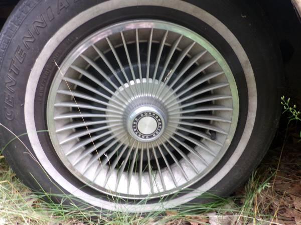 Dodge 1979 St Regis wheel