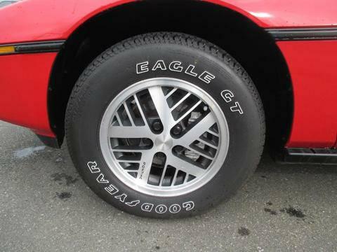 Pontiac 1984 Fiero tire