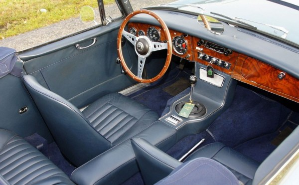 healey_3000_blue_interior