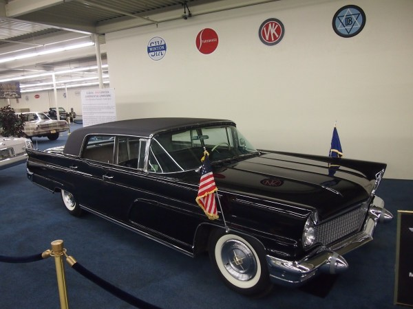 1960 lincoln continental limousine (1)