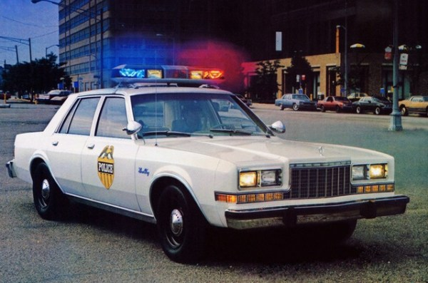 1982_plymouth_fury_cop_1_640x480