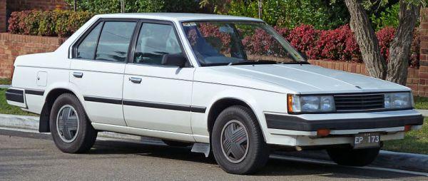 1983_Toyota_Corona_(ST141)_CS-X_sedan_(2010-07-21)_01