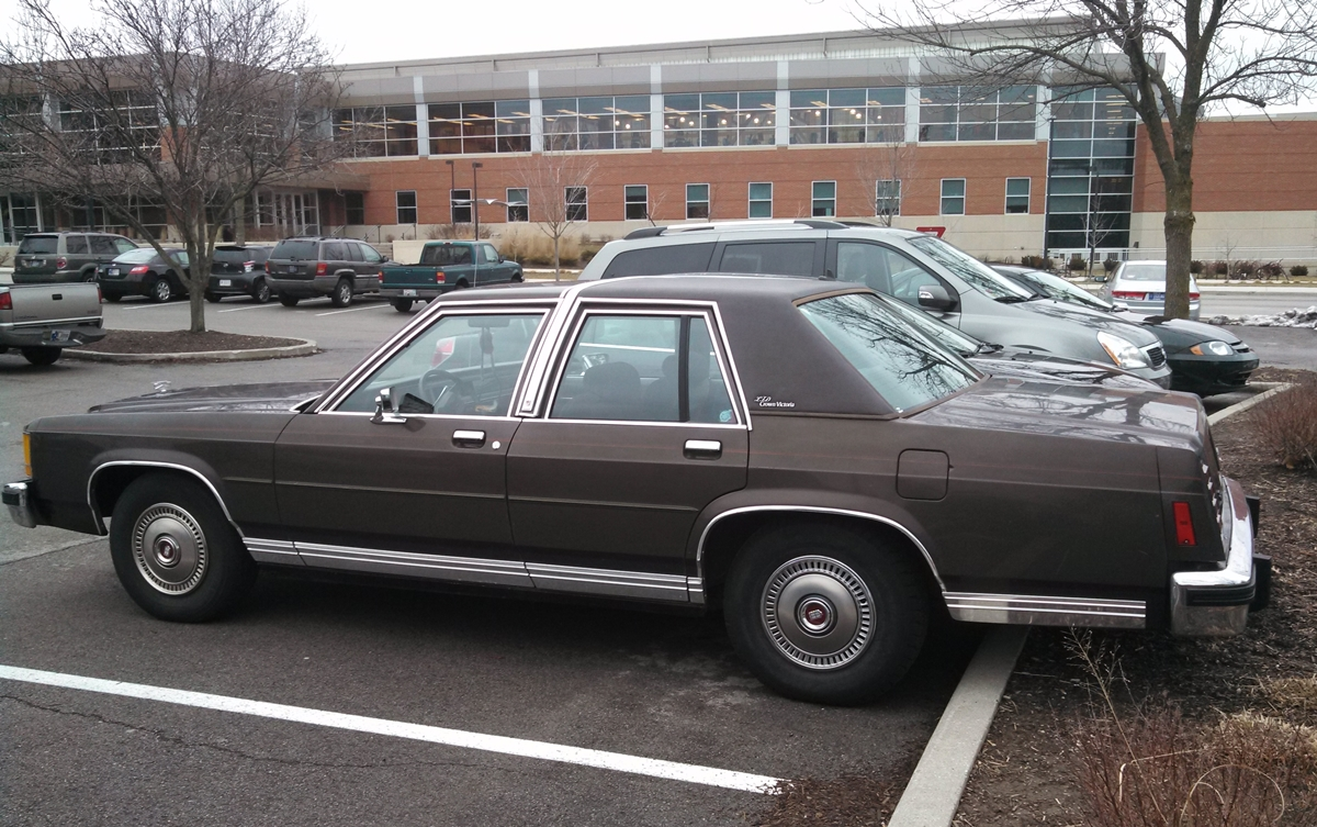 curbside classic 1986 ford ltd crown victoria the final ford rh curbsideclassic com 1997 Ford Crown Victoria Taxi Matchbox Ford Crown Victoria Taxi