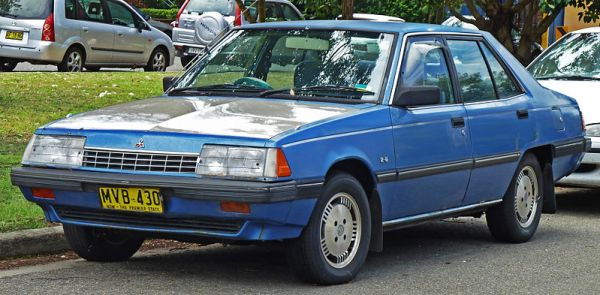 800px-1984-1985_Mitsubishi_Sigma_(GK)_SE_sedan_(2010-12-28)_01