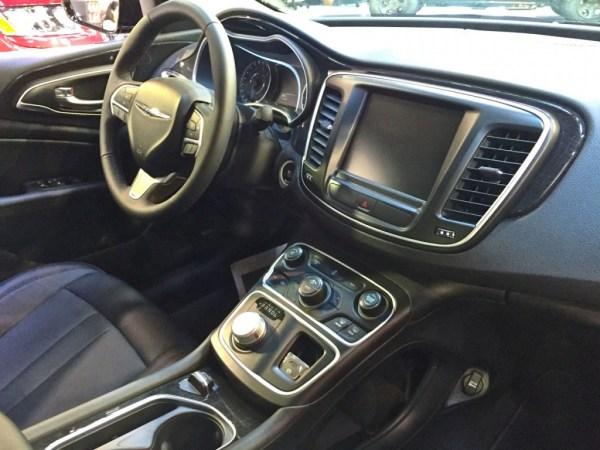 Chrysler200_9877
