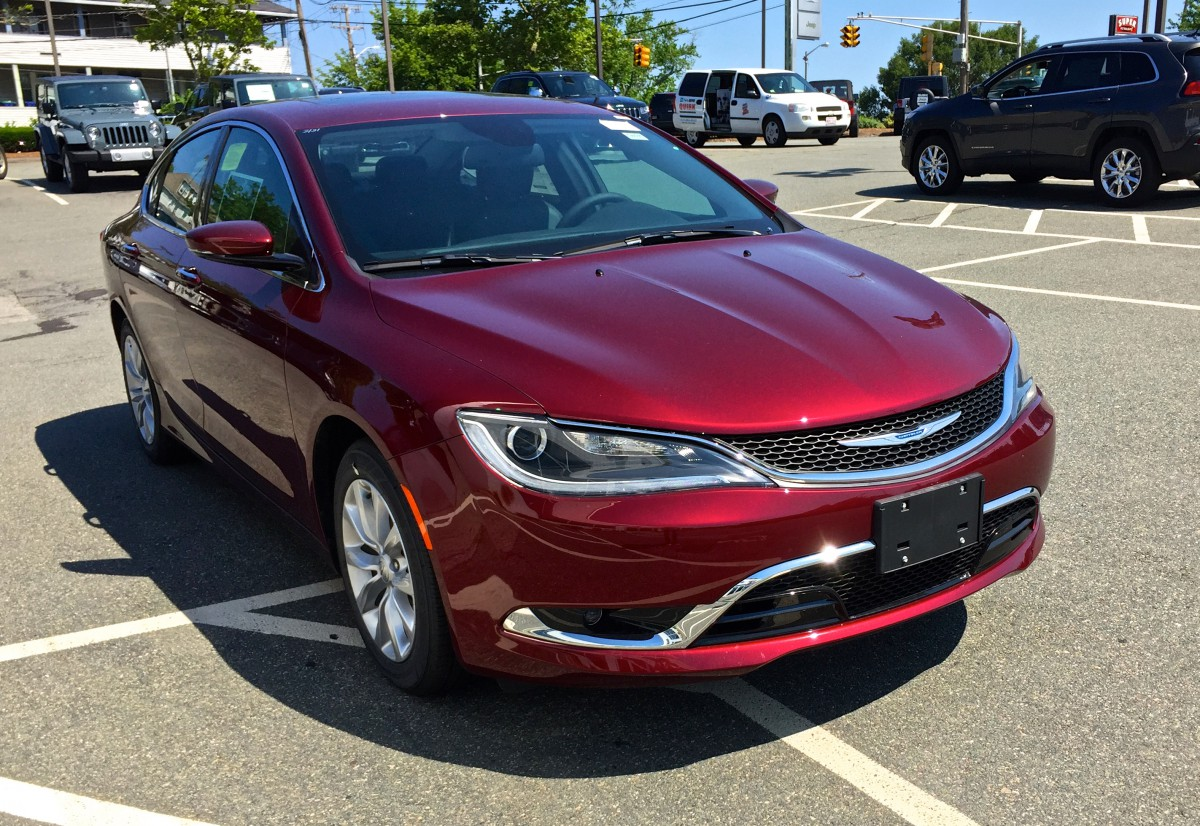 future cc driving impressions 2015 chrysler 200 better but just how much better. Black Bedroom Furniture Sets. Home Design Ideas
