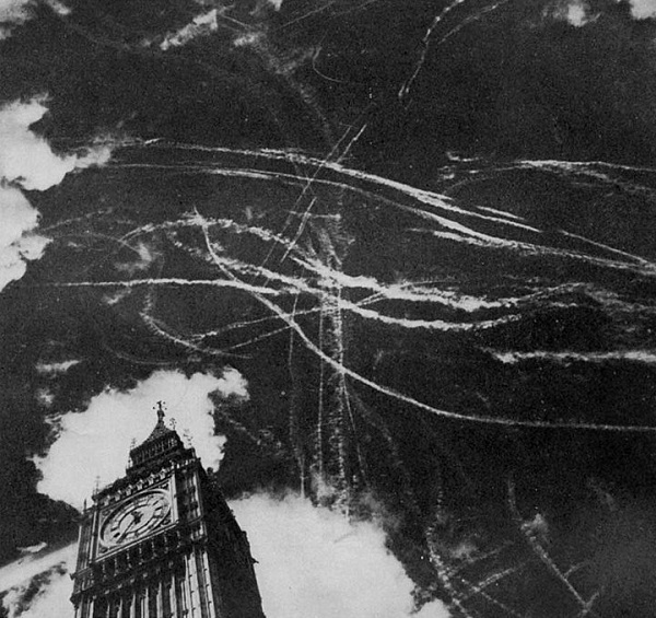 contrails over london 1940