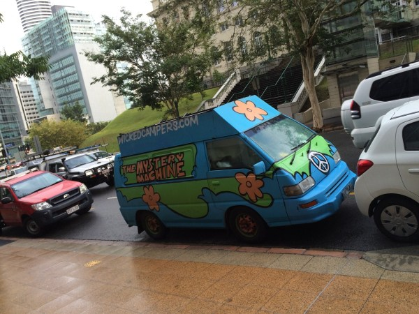 mitsubishi express  mystery machine (1)