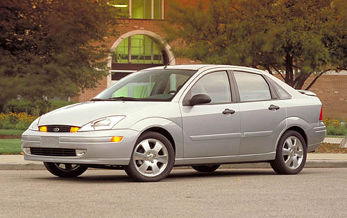 2002 Ford Focus ZTS 4 door. (Neg No.CN 335002-126)
