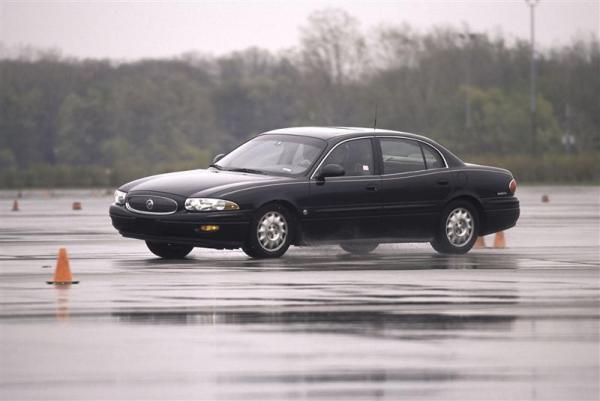 2003-Buick-LeSabre-Sedan-Image-04-800