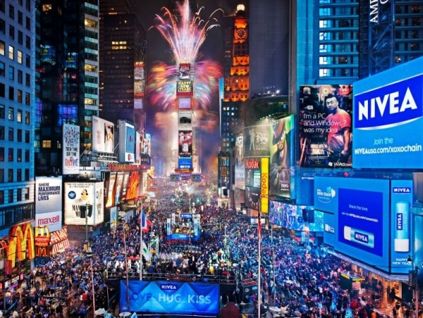 times_square_new_years_eve_fireworks-e1419444353688