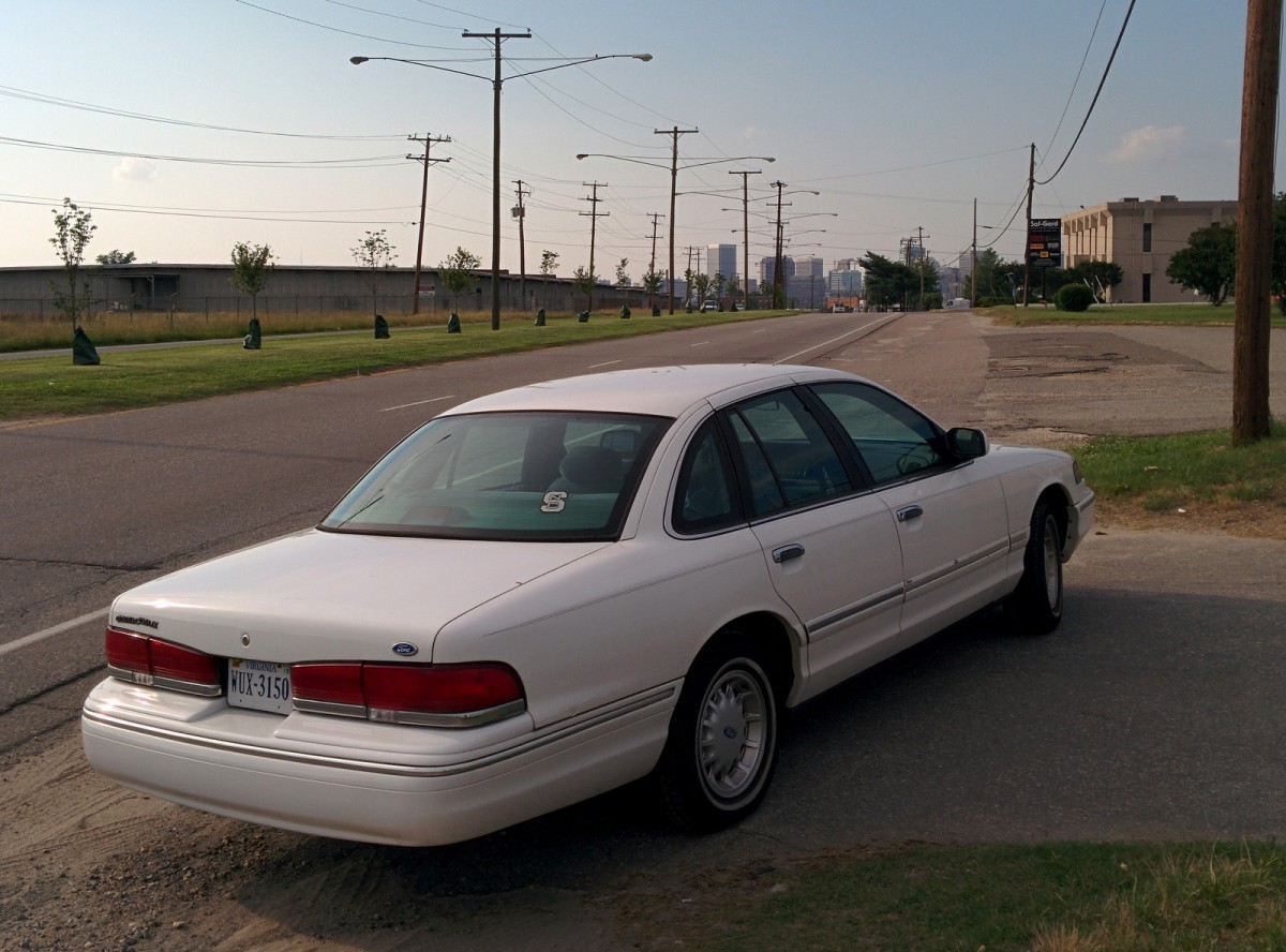 View 1997 Ford Crown Victoria