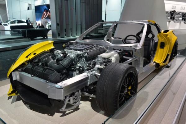2016-Chevrolet-Corvette-Z06-C7.R-Engine-670x445