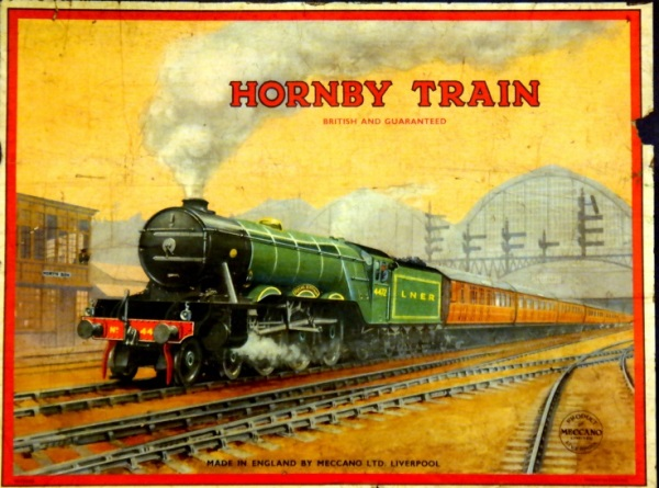 800px-Hornby_Trains,_Flying_Scotsman_4472_box_artwork,_rectangular_sticker_(Meccano_Ltd)