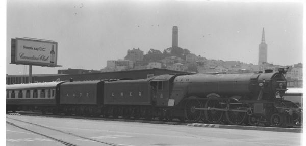 Flying_Scotsman_locomotive_on_the_Embarcadero