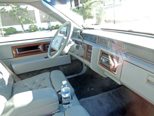 1991 Cadillac Fleetwood Coupe interior