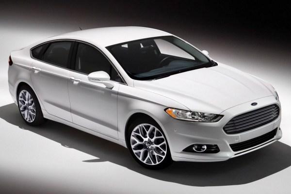2015_Ford_Fusion_S_4dr_Sedan_25L_4cyl_6A_3469238