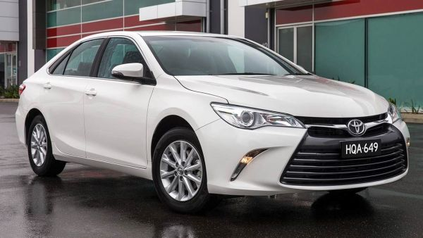 toyota-camry-altise-2015-(2)