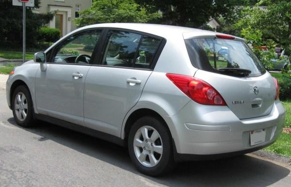 Nissan_Versa_SL_hatch