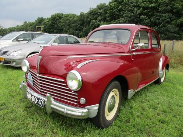 Peugeot 203 red ffq