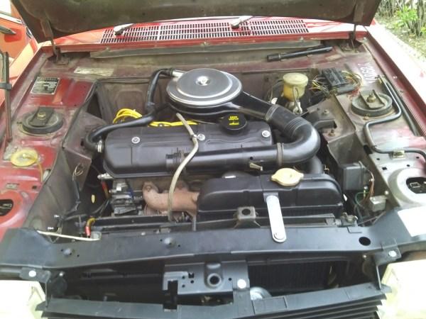 Peugeot 304 engine bay