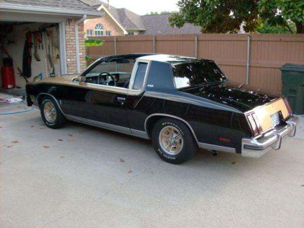 1980-olds-cutlass-442-rear