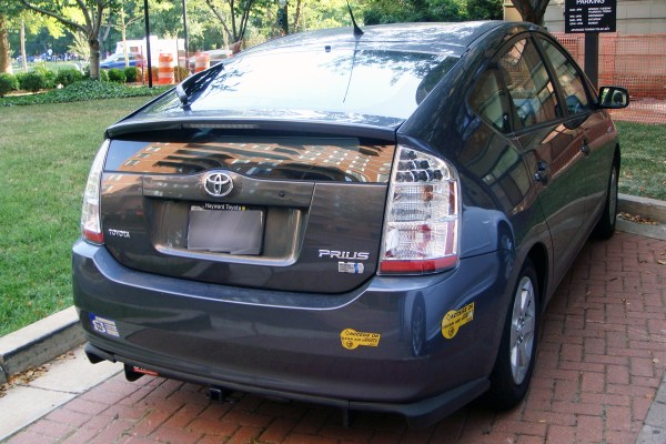 Toyota Prius with California decal for clean air vehicles free access to HOVs
