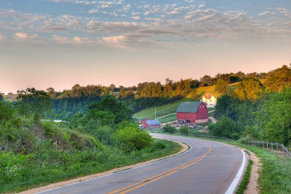 Grant-Wood-Scenic-Byway-Roadway