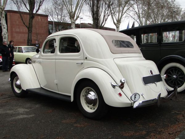 1938 Matford V8 F82 13 CV with aftermarket convertible roof – Photo: Oldiesfan67