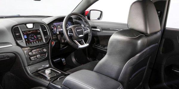 Chrysler_300_SRT_000471