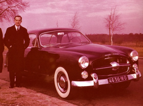 "F. Lehideux poses next to the Comète prototype in early 1951. Grille script reads ""FACEL – FARINA."""