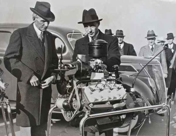 Henry and Edsel Ford cheerfully introduce the V8-60 to the US range for 1937.