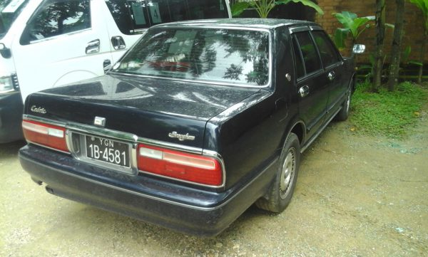 Nissan_Cedric_Back