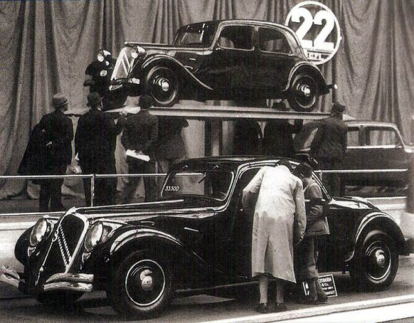 The only known photo of the 22 coupé, taken in late 1934 at Citroën's Champs-Elysées showroom.