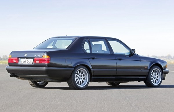bmw_e32_750il_25thanniversary_rear